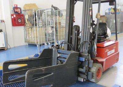 Adequació i equipament nau polígon de la Seu per centralitzar roba a l'engròs